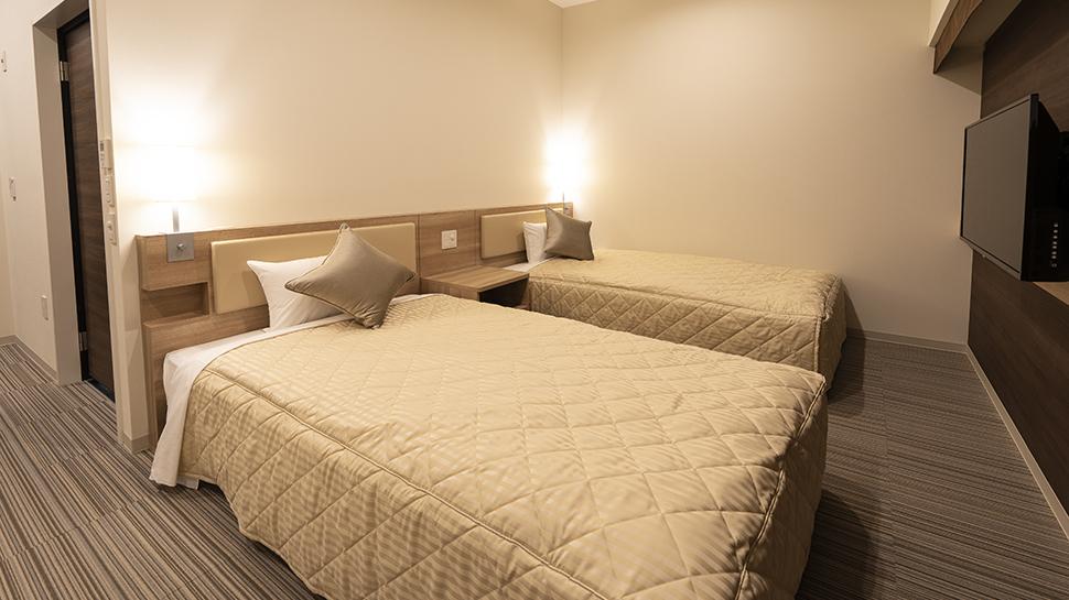 ユニバーサルツインルーム|客室のご案内|KOKO HOTEL 広島駅前